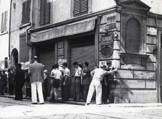 firenze Civili armati su angolo via dei Serragli e via della Chiesa, presso il bar-
