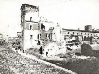 Firenze-distruzioni-tedesche 1944(foto a dx ponte vecchio)
