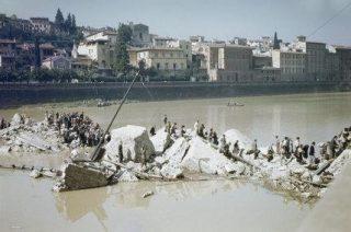 Ponte Alle Grazie GUERRA,ponte distrutto dalle mine tedesche