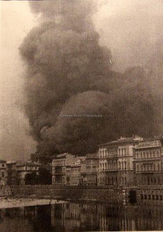 fumo Scoppio delle mine tedesche nell'agosto del 1944