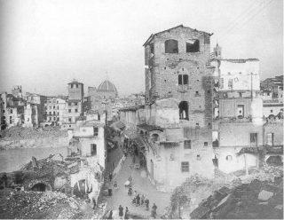 FIRENZE seconda guerra mondiale Seconda Guerra Mondiale: danni provocati dai bombardamenti alla torre dei Mannelli all'imbocco del Ponte Vecchio a Firenze