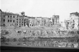 lungarno FIRENZE  devastato dai bombardamenti