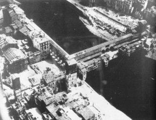 ponte vecchio firenze 1945 foto aerea