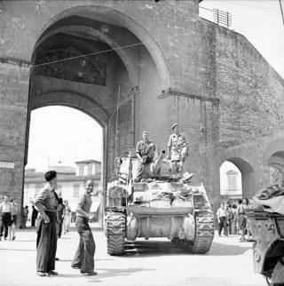 florence war porta romana,tank inglese in firenze