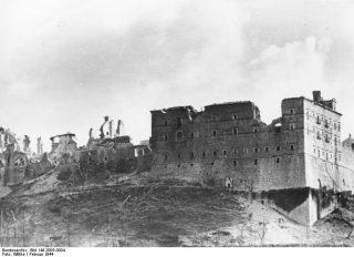 montecassino_Monte Cassino monastero in rovina, Italia, Feb 1944