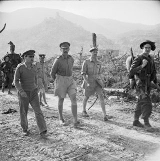 montecassino_Oliver Leese and other British officers at Cassino, Italy, May-Jun 1944