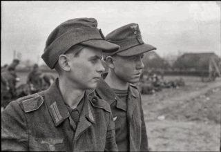 teenage_german_pows_captured_east_of_Rhine_1945_March_26
