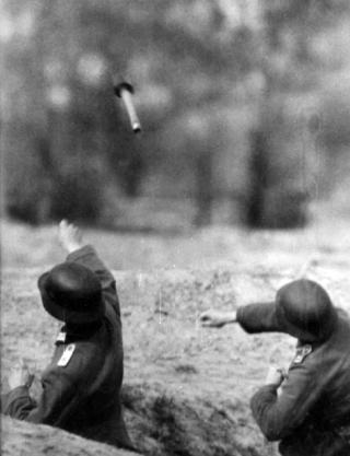 german soldier granate