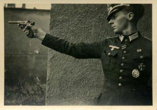 ufficiale tedesco Luger P08