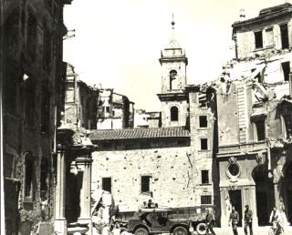 Bomba edifici danneggiati a Livorno Italia in giugno 1945