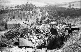Postazione tedesca in trincea a sbarramento della probabile strada verso la Sassa