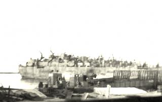 Truppe di navi che trasportava 442 RCT arriva a Livorno Italia 1945
