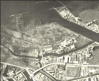 Veduta aerea livorno crateri bombe  danni al porto di Livorno