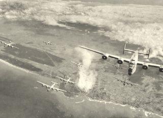 installazioni militari Livorno sulla costa occidentale del centro Italia attaccato da bombardieri pesanti Il 6 luglio del 1944
