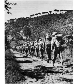 linea gotica INFANTRYMEN IN FULL FIELD EQUIPMENT advancing toward the Gothic Line