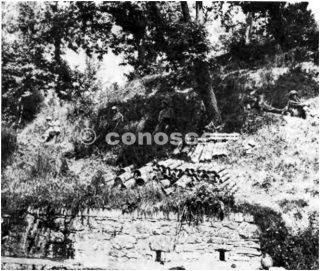 linea gotica Questi uomini della fanteria 338a stanno prendendo un breve riposo sulle piste vicino a loro CP Notare la fornitura di 60 e 81 mm