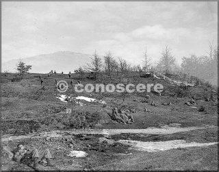febbraio 1945 le truppe prima di una battaglia una compagnia del 85 reggimento si muove fuori attraverso una cresta sul monte belvedere