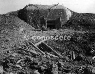 postazione di cemento che faceva parte della Linea Gotica difese vicino al Passo della Futa