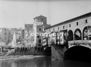 zona ponte vecchio firenze damage bombing 1944