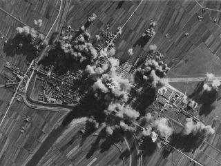 22 gen 44 Liberatori del 15 AAF ha colpito i cantieri della ferrovia a Pontedera a metà strada tra Pisa e Firenze