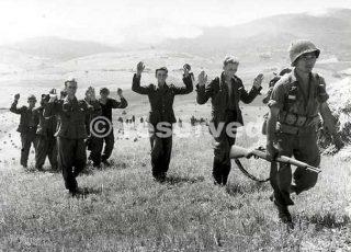 Luglio 1944 Soldati tedeschi catturati dal 442 Rgt nelle colline Pisano-Livornesi_wwii