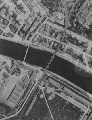 Martin B-26 Marauder Tactical Air Force hanno attaccato il ponte della ferrovia a Pisa Italia  il 15 maggio 44