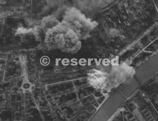 pisa-bersaglio con bombe tra le fila di vagoni merci Martin B-26-wwii
