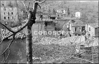 vista casa danno artiglieria a castel d'aiano 10th mountain division preso la città il 5 marzo 1945