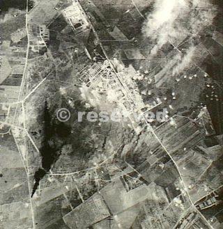 Foggia 9 giugno 1943 bombe estremità sud zona hangar B-24 Liberator aereo bombardiere ha attaccato campo aviazione_foggia bombardamento