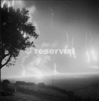 Agnone Sicilia 13 agosto 1943 razzi tedeschi illuminano la pista di atterraggio