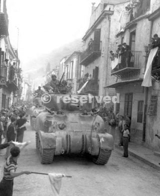 TANKS ENTERING PALERMO on the day the city surrendered 22 LUGLIO 43_sicilia word war