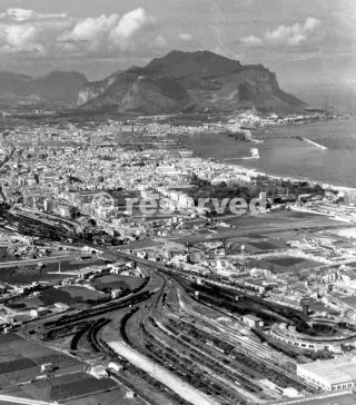 THE CITY OF PALERMO The port had been damaged by Allied bombing raids_sicilia word war