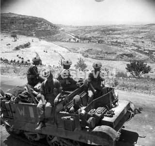 Universal carrier with men of Black Watch on a road near Palazzolo siracusa 14 July 1943_sicilia word war