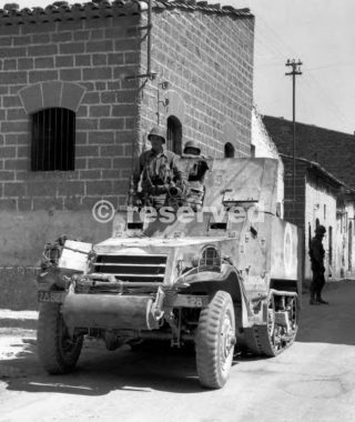 sicilia HALF-TRACK MOVING THROUGH A SICILIAN TOWN