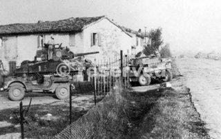 A New Zealand tank near Rimini_rimini foto di guerra
