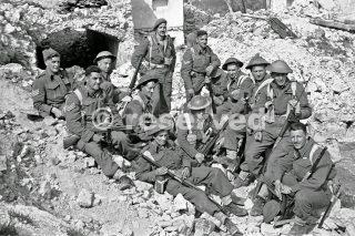 New Zealand and Greek troops front near Rimini 21 September 1944_rimini foto di guerra