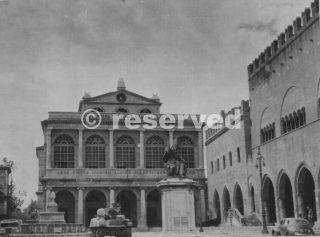 Piazza Cavour Rimini ottobre 1944_rimini foto di guerra