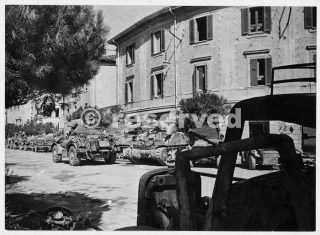 Scene Rimini during World War II with New Zealand tanks_rimini foto di guerra