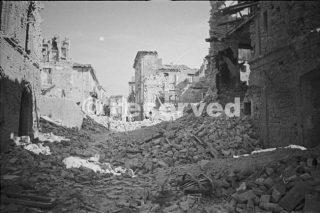 Una sezione delle rovine della città di Orsogna in Italia 21 giugno 1944_foto di guerra