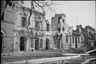 edifici danneggiati a Orsogna in Italia durante la seconda guerra mondiale 16 giugno 1944_foto di guerra