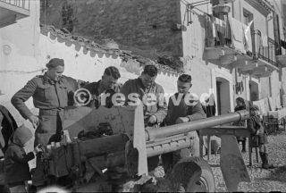 membri della artiglieria Nuova Zelanda per la manutenzione artiglieria 1944 orsogna_foto di guerra