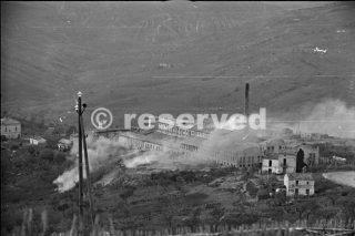 uomini della Div Nuova Zelanda a Orsogna Fronte trattano questa strada con cautela in quanto è costantemente bombardata dal nemico 43_foto di guerra