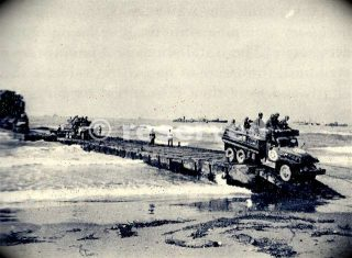 1006th-seabees-in-the-salerno-invasion-unloading-an-lst-over-a-pontoon-causeway-at-safta-beach_ww2-