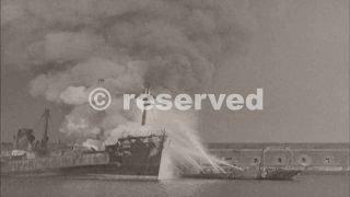 1943-porto-di-bari-navi-in-fiamme-dopo-il-raid-tedesco-3_ww2