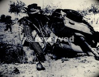 american-soldier-approaches-a-knocked-out-german-panzer-iv-tank-near-salerno_ww2-