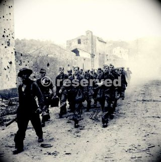 british-troops-escorting-german-prisoners-through-the-town-of-vietri-salerno-italy-24-september-1943_ww2-