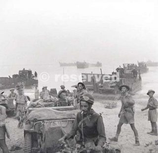 the-royal-22e-regiment-landing-on-the-beach-at-reggio-di-calabria-on-the-morning-of-september-3rd-1943_ww2
