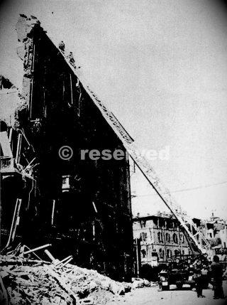 Corso Genova angolo Via De Amicis dopo i bombardamenti_ww2