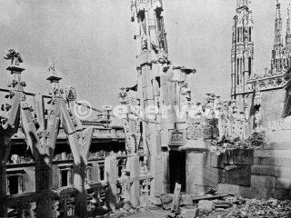 Duomo di Milano Bombardato_ww2