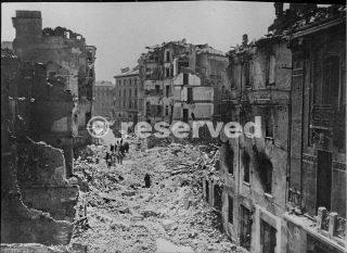 milano via-varese-1943-dopo-i-bombardamenti_ww2